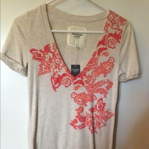 Abercrombie T-shirt with super cute design